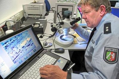 Stereo-zoom-mikroskop mit auflicht- und durchlicht